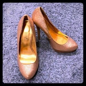 Rose gold glitter pump